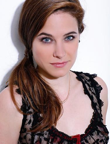Caroline Dhavernas accent